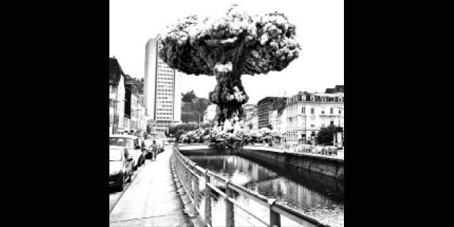 Tulle avec une explosion nucléaire